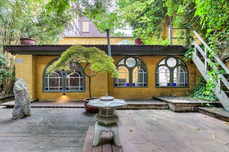 Charming garden studio in the historic center