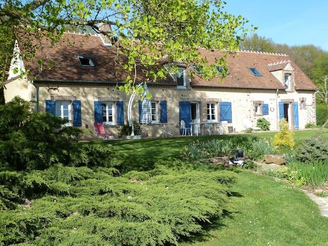 Longère typique dans le Parc Régional du Perche - Fontaine-Simon - House