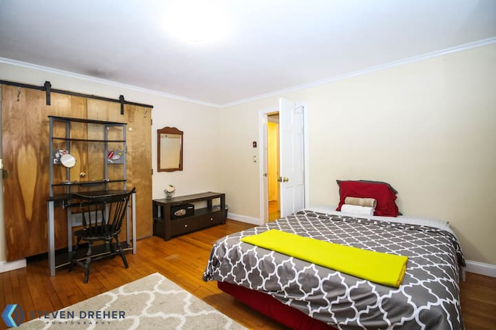 1930s Charm in the Heart of Waterbury