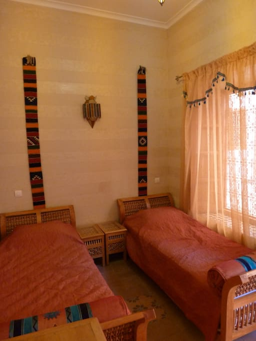 Chambre Marrakech, version lits jumeaux, lit d'appoint possible.