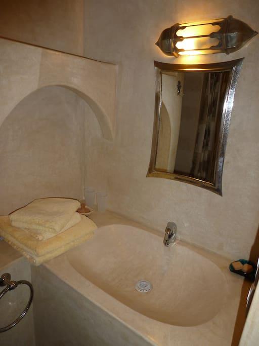 Salle d'eau de la chambre Marrakech