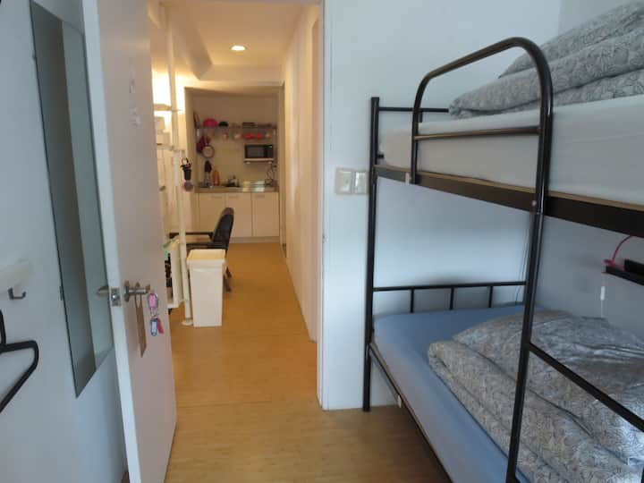 四人女生宿舍房/4 bed female dorm/Shilin Night Market