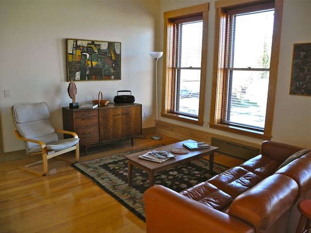Vacation Rental/Historic Bldg - 2nd Floor - Hardwick - Appartement