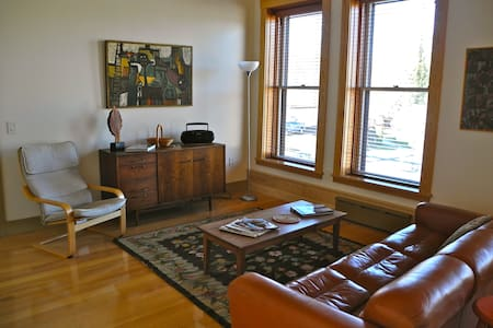 Vacation Rental/Historic Bldg - 2nd Floor - Hardwick
