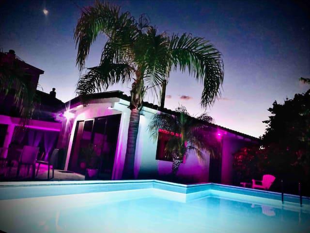 Romantic  house poolside !!!