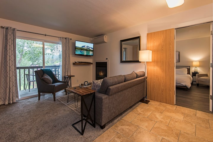 Fireplace-Walk to Park-Telework-Private balconies