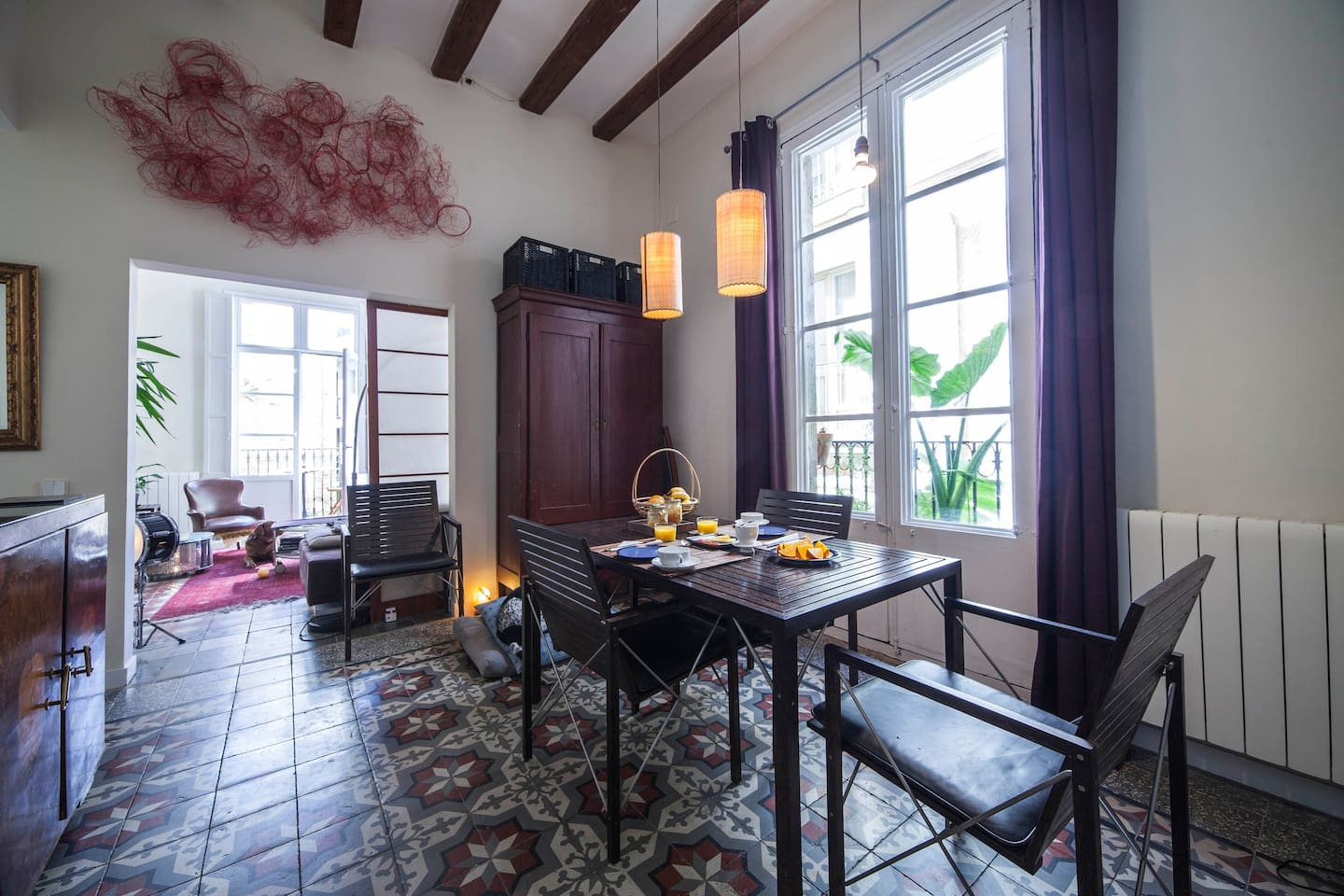 Piso in the heart of Gotico: dining room, the heart of the house