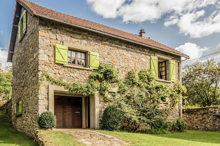 Peaceful Holiday Home in Bort-les-Orgues near the River