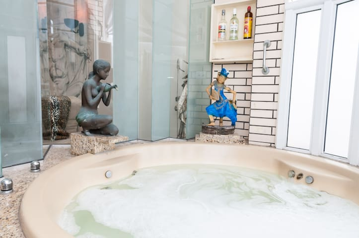 jacuzzi with hot and cold water NO JETS.  Ice maker and drinks within grabbing distance