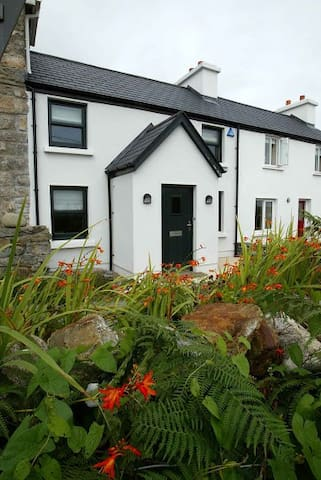 Bijou cottage in Roundstone - Roundstone - House