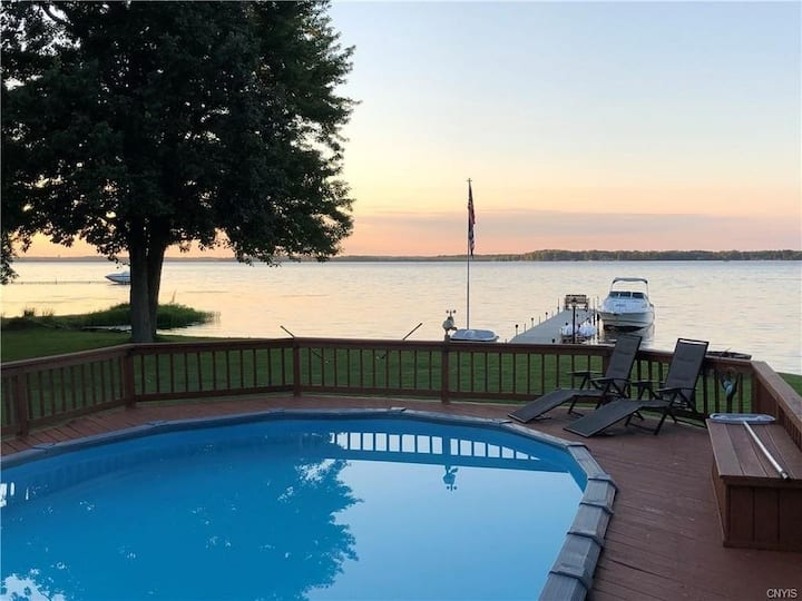 Lake Front House with Pool, Hot tub and Game room