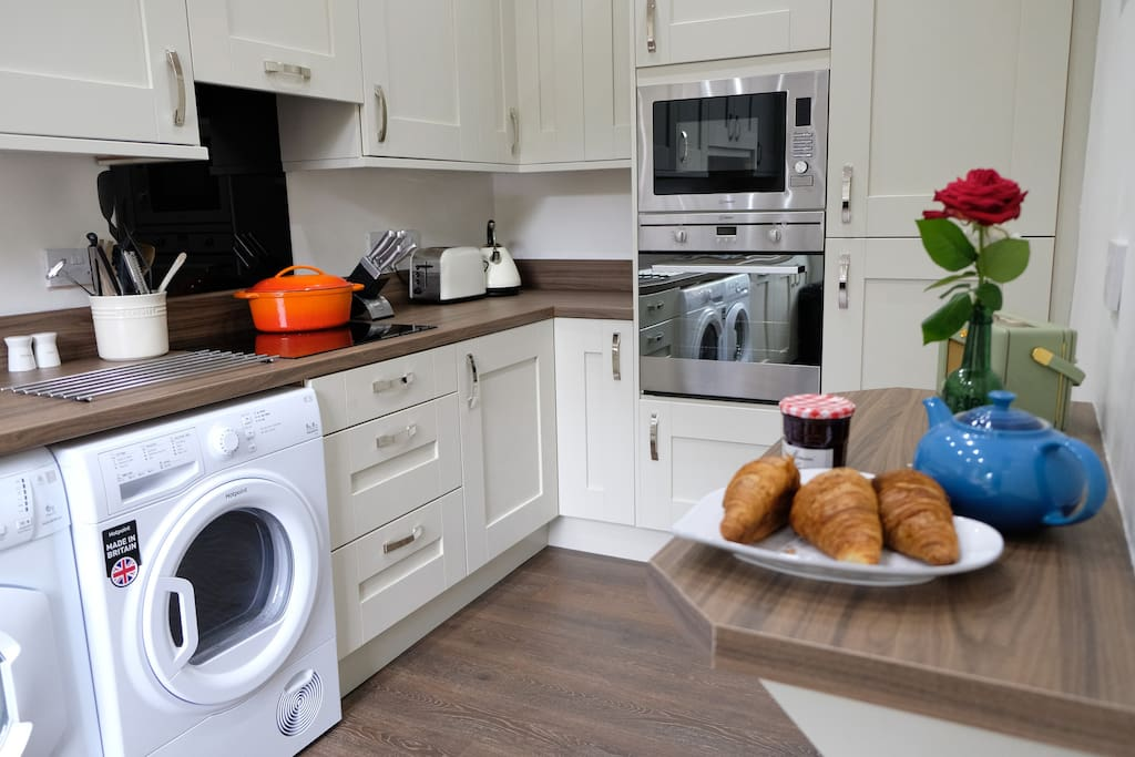 New, fully fitted kitchen