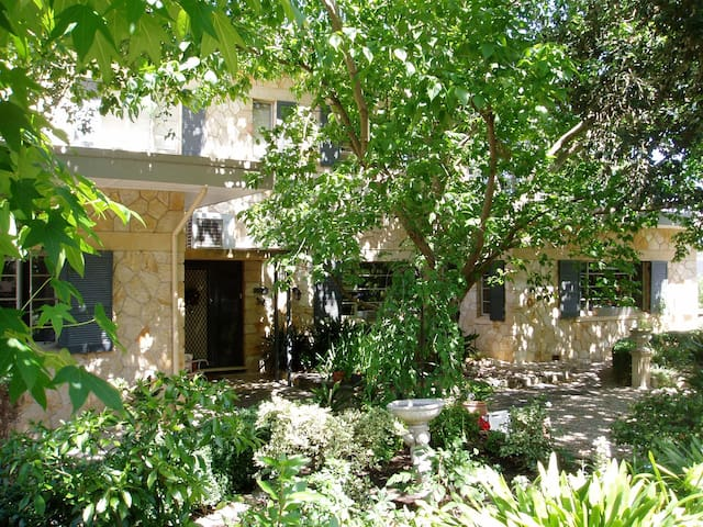Charming, elegant, leafy B&B in Hills - Honeyeater - Belair - Bed & Breakfast