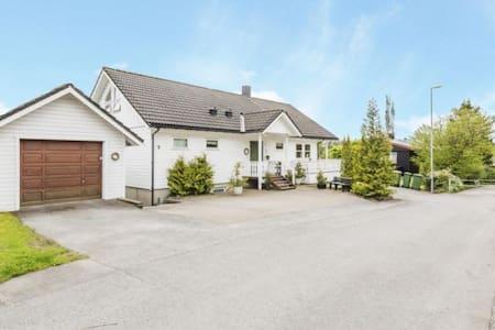 Hus med 4 soverom nær Trondheim Lufthavn Værnes - Stjørdal
