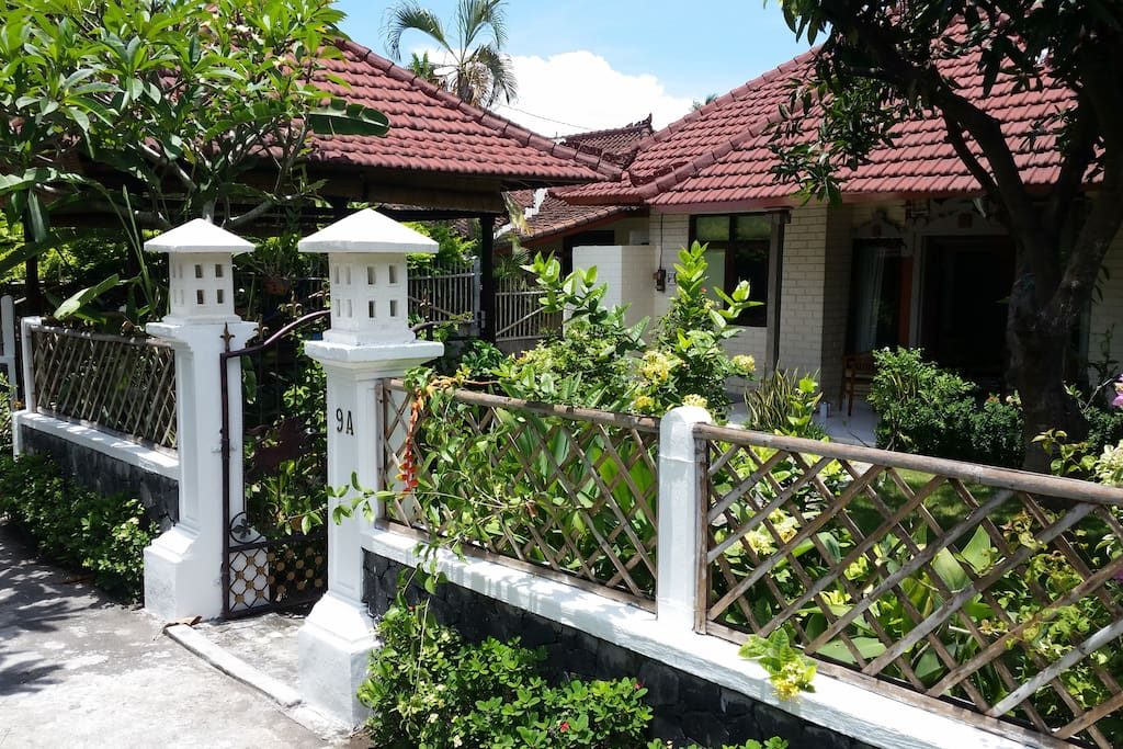 Fully private bungalow with beautiful garden