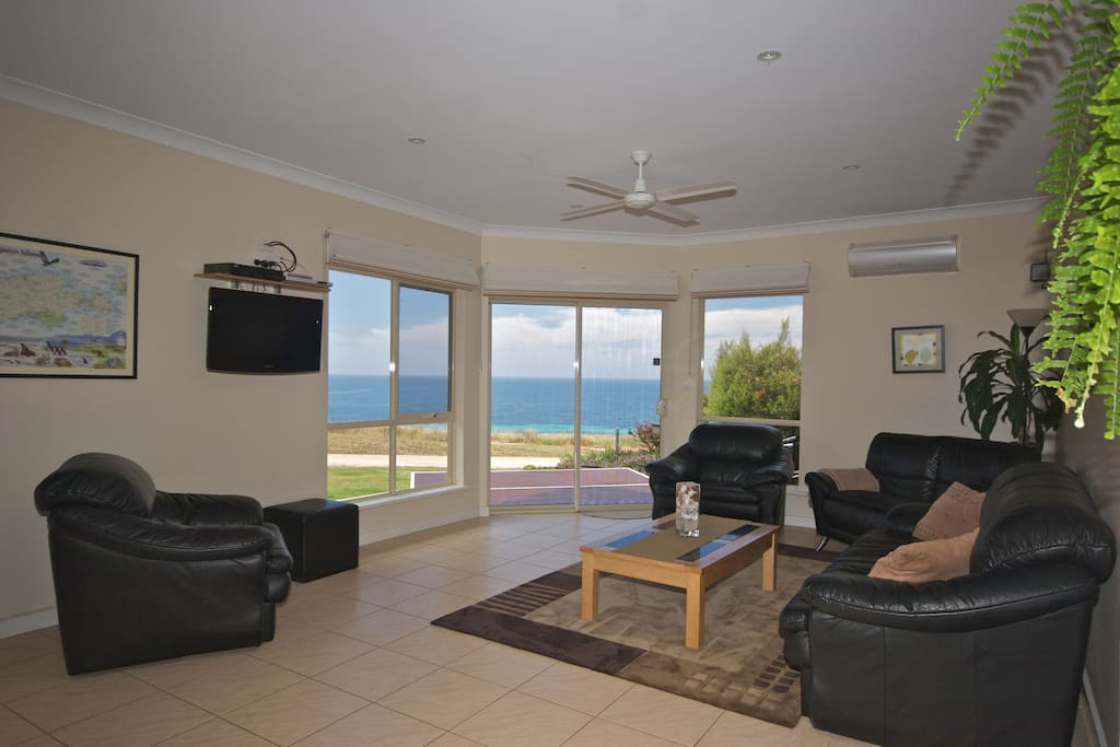 4 ½ Star rated, with modern decor. Panoramic sea views from the living area and deck. Only a short walk to the beach and jetty.