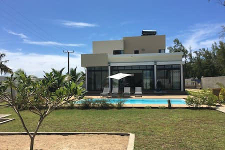 Modern 4 BR Beach Villa for 9; Private Pool + WIFI