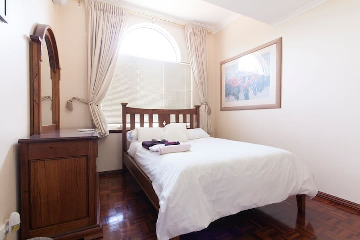2 bedroom apartment Mt Claremont - Mount Claremont - Bed & Breakfast