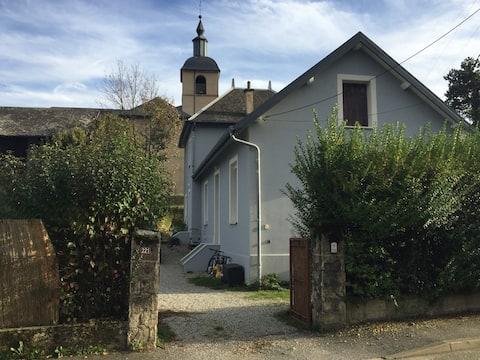 Chambre dans ancienne maison à COISE en Savoie