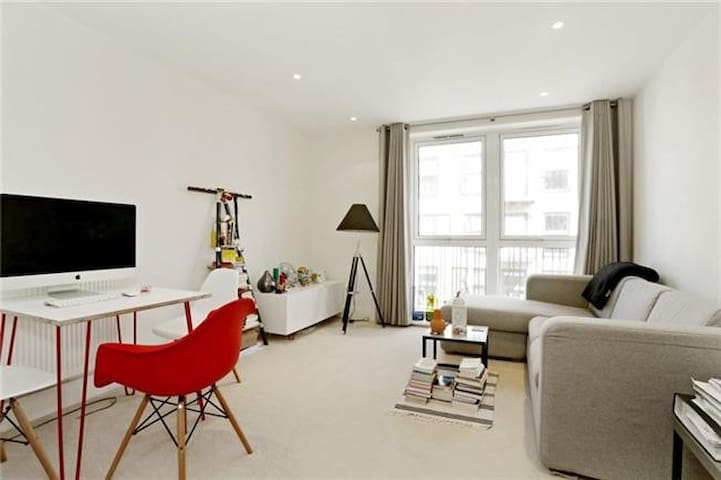 Luxury Apartment - 2 Min Walk From Station