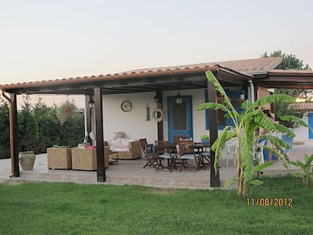 Small villa 80 meters from the sea - Menfi - Cabane
