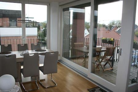 Freundliches Zimmer in 4-Zi-Wohnung - Landshut
