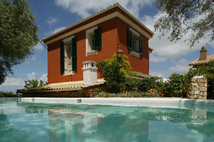 Spacious modern villa,swimming pool