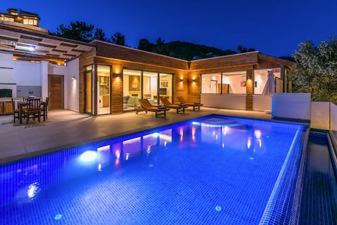 Villa Bella Two For 4-Isolated Heated Pool Family