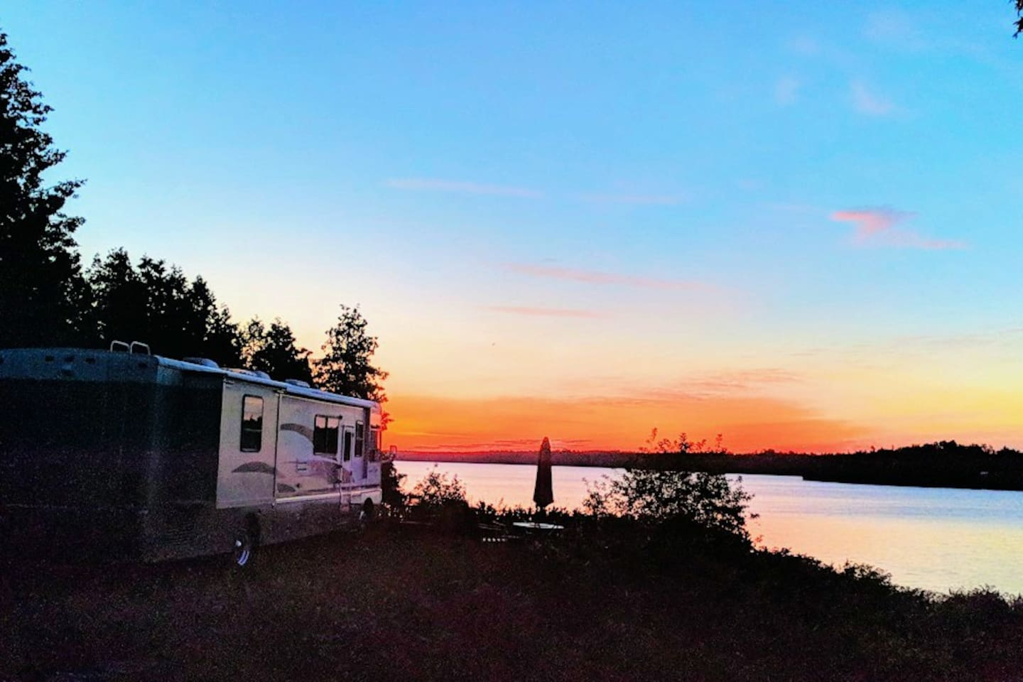 40 foot motor home parked with a beautiful view of the sunrise over South Bay.  A beautiful start to the day!