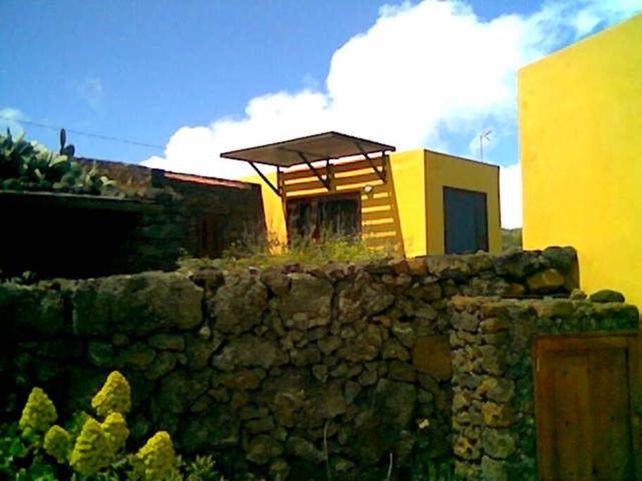 Otra vista de la fachada de la casa.