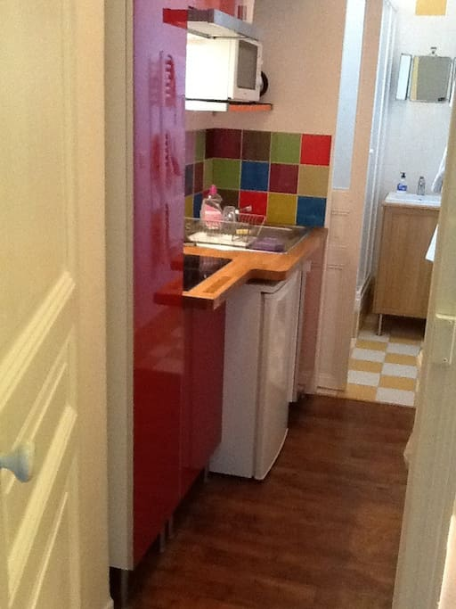 The kitchenette and shower room.