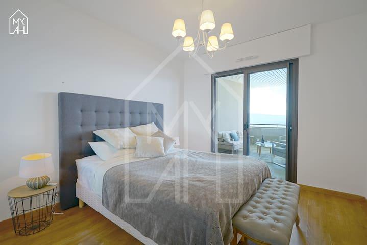 La chambre avec lit 160x200cm Mybed avec accès au balcon