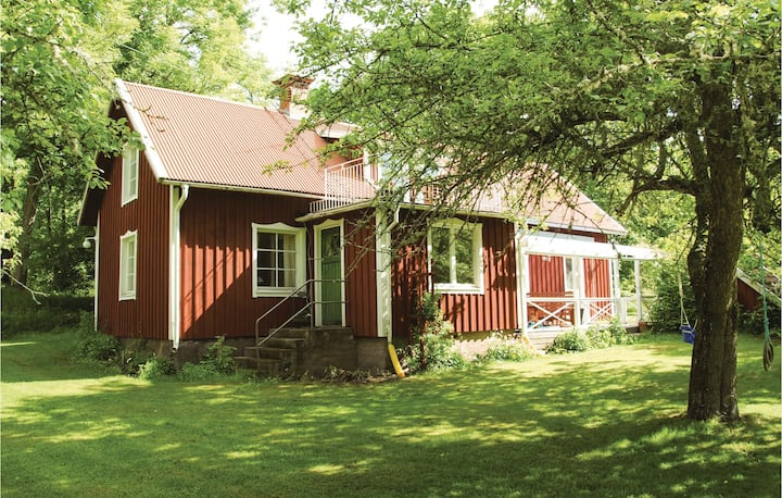 Beautiful home in Vena with Sauna, WiFi and 4 Bedrooms