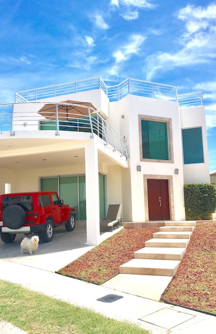 House front view! Terrace, rooftop, pleny space for parking at shade and in front of the house