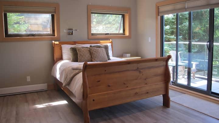 New Ski-In/Ski Out Studio Suite in Creekside
