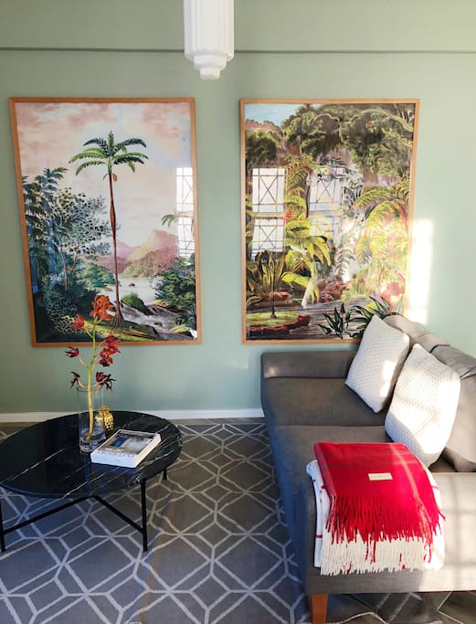 The living room with its botanical theme
