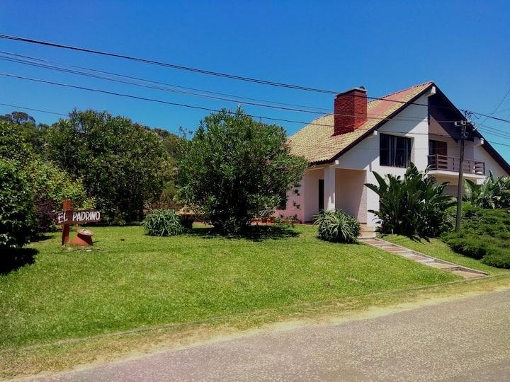 Preciosa casa en La Aguada ideal flias. - 10 pers.