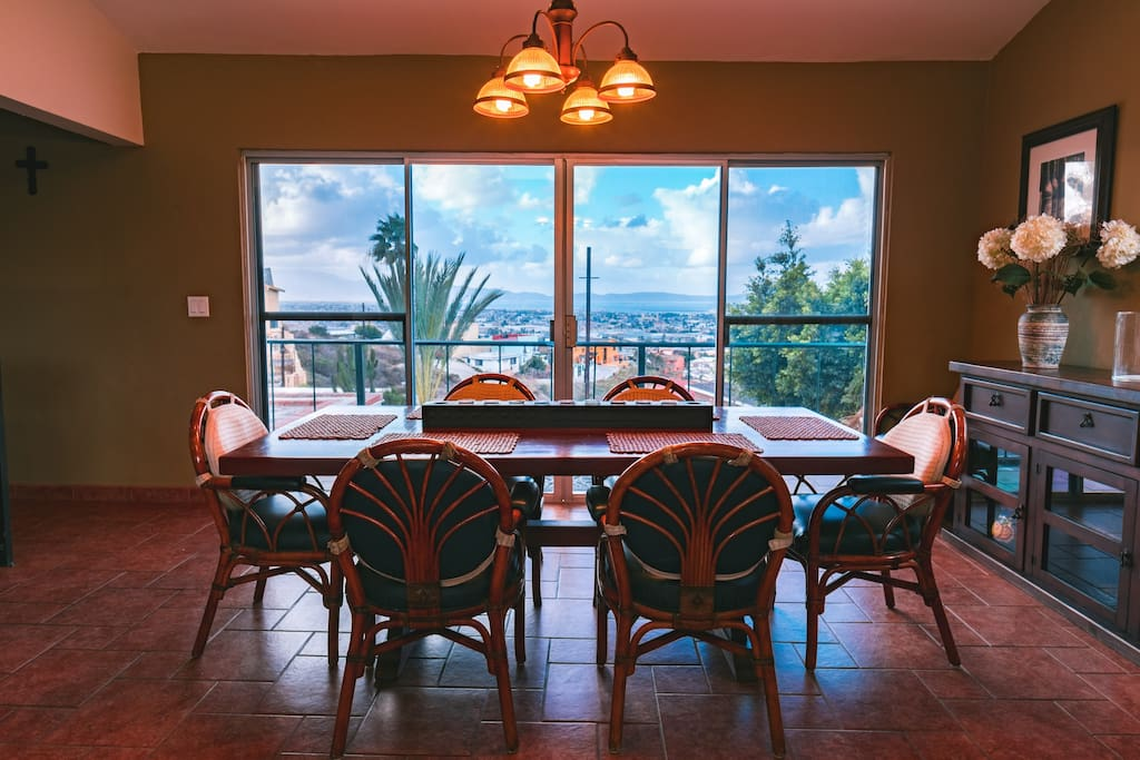 Dinning Area facing the ocean