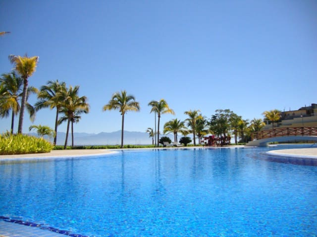 Casa Claudia, 3BR/3BA, Huge Pools, Resort Home - La Cruz de Huanacaxtle - Dům