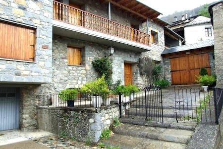 Cozy 5 bedroom house in Valle de Benasque for 10 - Sesué - 独立屋