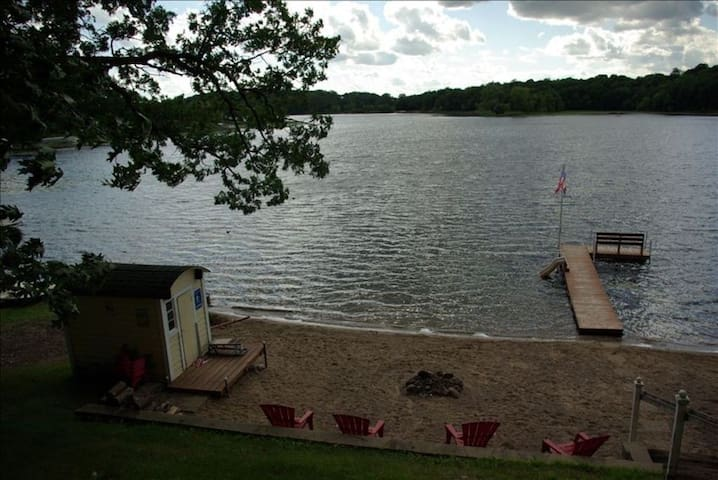 Lake Charlotte Cabin Close to Twin Cities