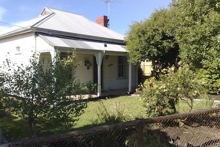 Beautiful old cottage in Wonthaggi - Wonthaggi