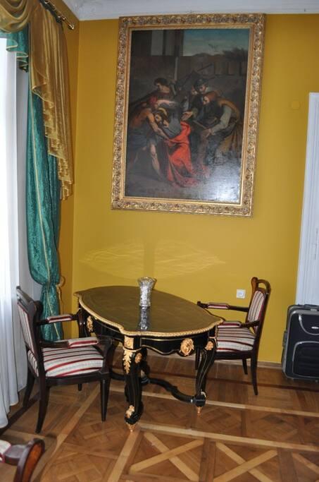 A little coffee table for two. Маленький кофейный столик для двоих.
