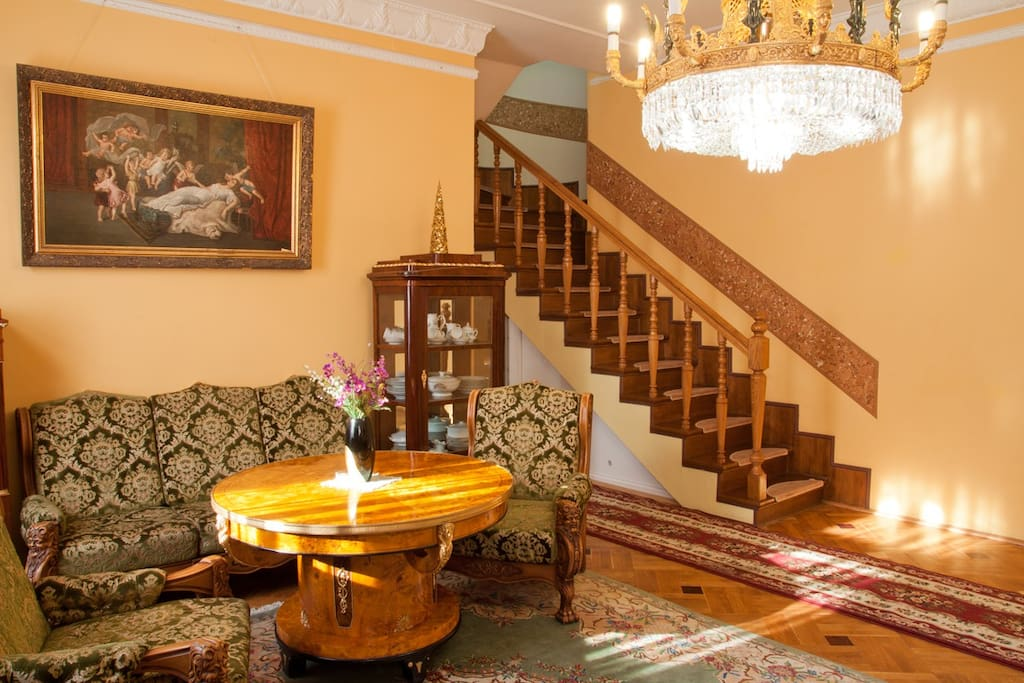 There are stairs to the second floor. Лестница на второй этаж.
