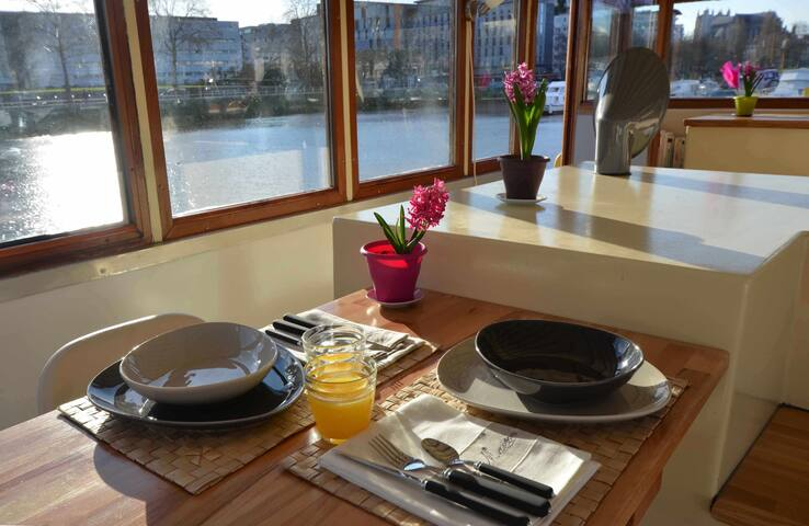 gite fluvial sur une peniche - Nantes