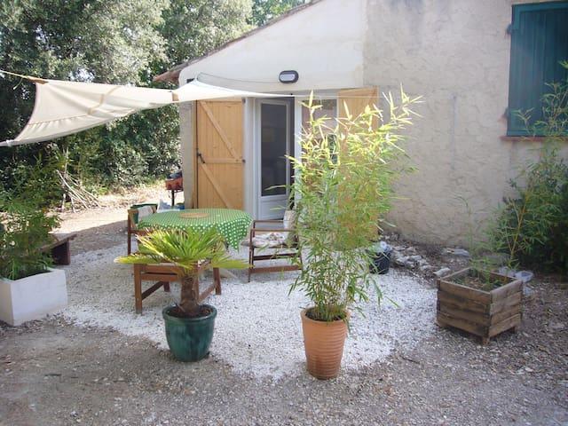 Gîte avec jardin et petite piscine
