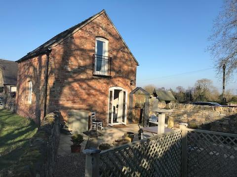 Nowo przebudowana piękna stodoła niedaleko Dovedale.