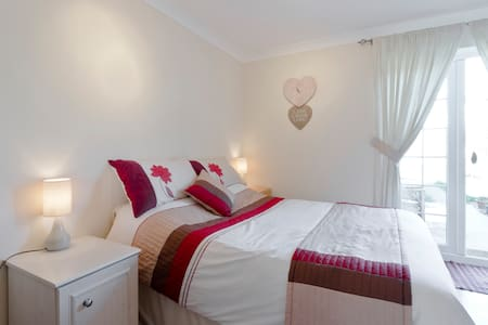 One Bedroom Near Tube - Lontoo - Talo