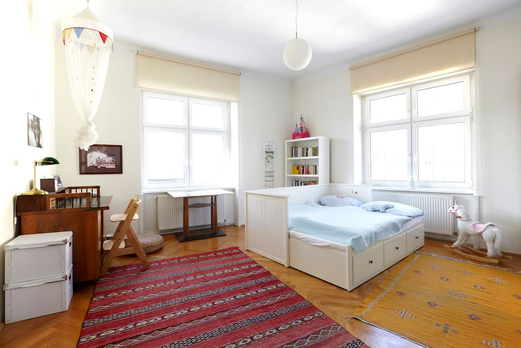 Lovely bright and spacious city apartment with two double bedrooms