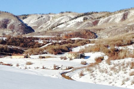Private suite in country house, minutes from town - Steamboat Springs - Lejlighed